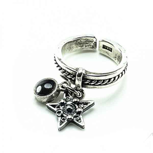 A statement star silver ring