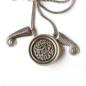 Um Kulthumm's round shaped necklace