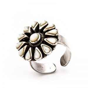 Flower design silver ring