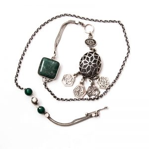 Silver necklace with Agate stone with a geometric shaped pendant